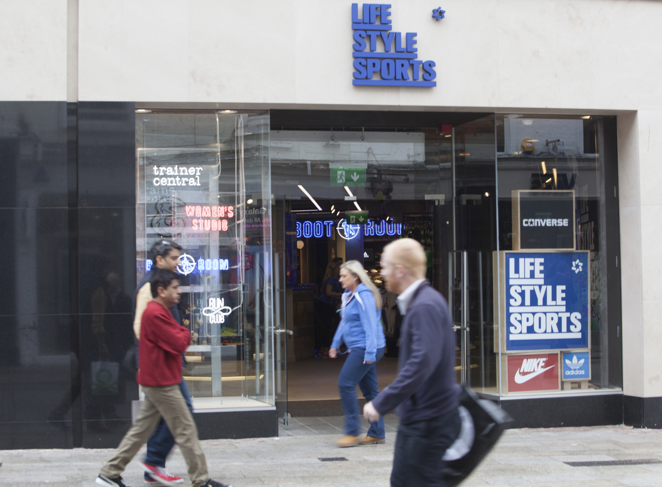 ecf8babe6c7ff After opting for fewer but bigger stores, Life Style Sports has managed to  stay in the black
